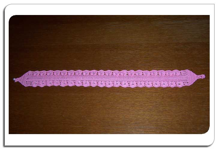 Crochet headband in cotton.